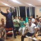 Ο π. Αντώνιος και τα παιδιά βλέπουν τον τελικό της Euroleague